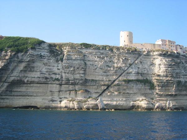 bonifacio-falaise-et-escalier-du-roi-d-aragon.jpg